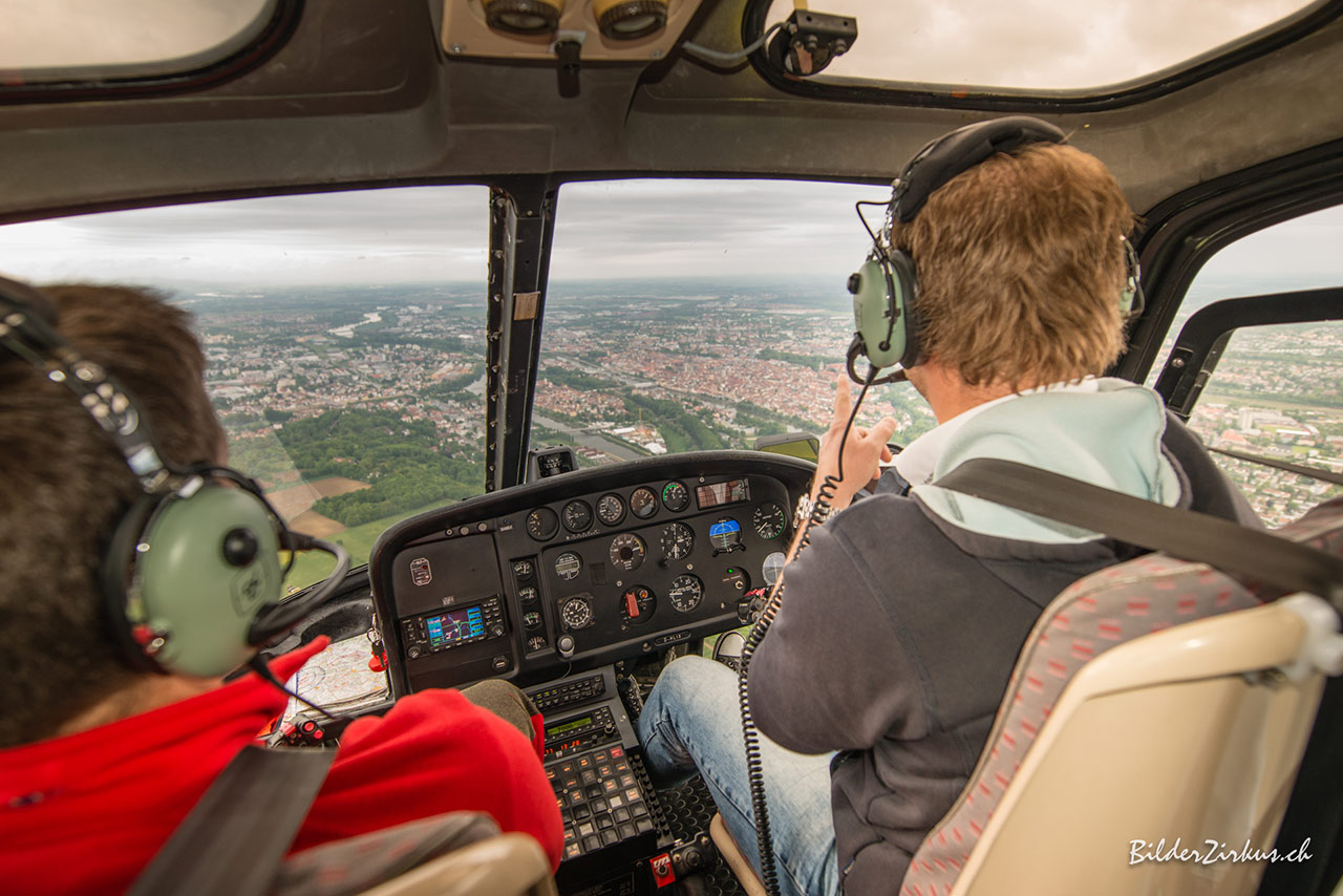 Cochpit bei einem Hubschraueberrundflug