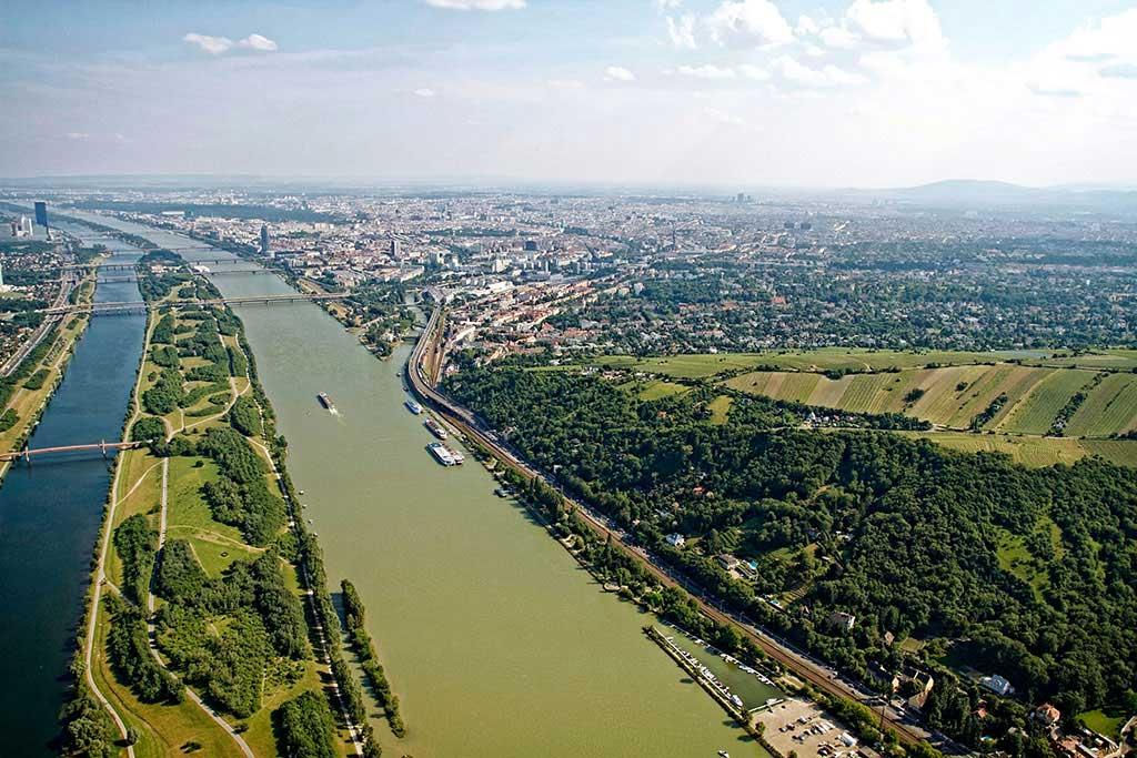 Hubschrauber Wien entlang Donau