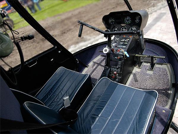 Cockpit R22