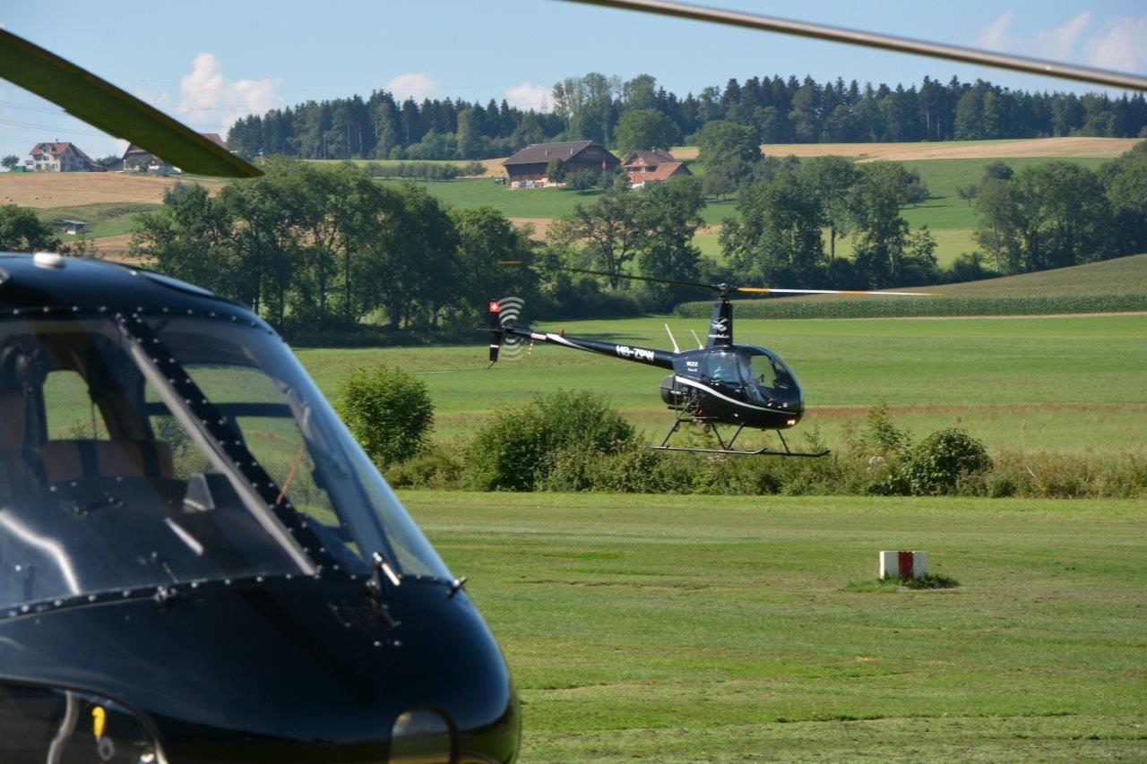 Hubschrauber Robinson R22 start
