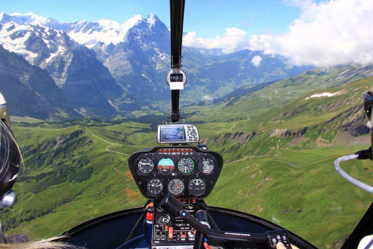 Cockpit R22 Bern