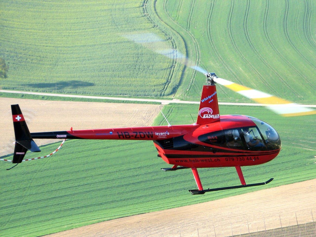 R44 im Flug