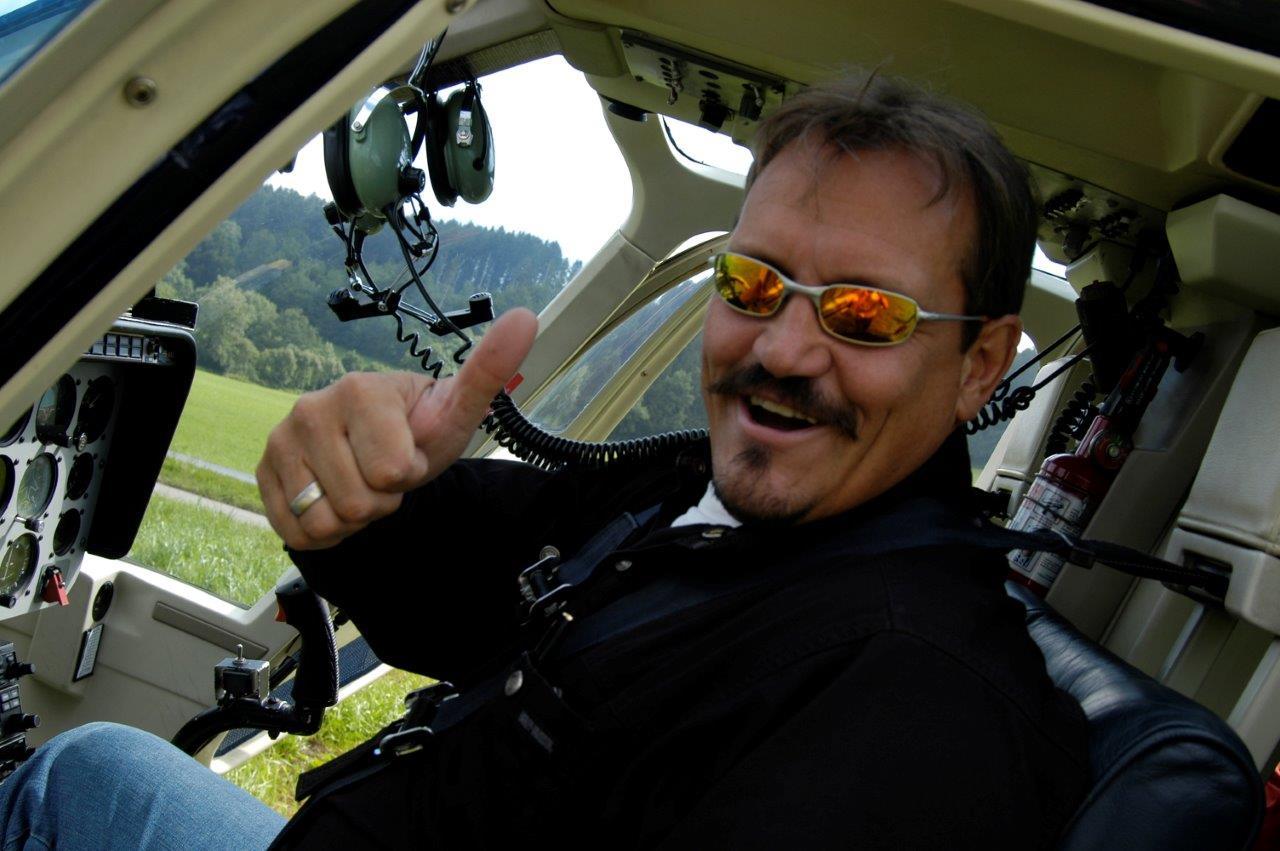 Freude beim Helikopter fliegen