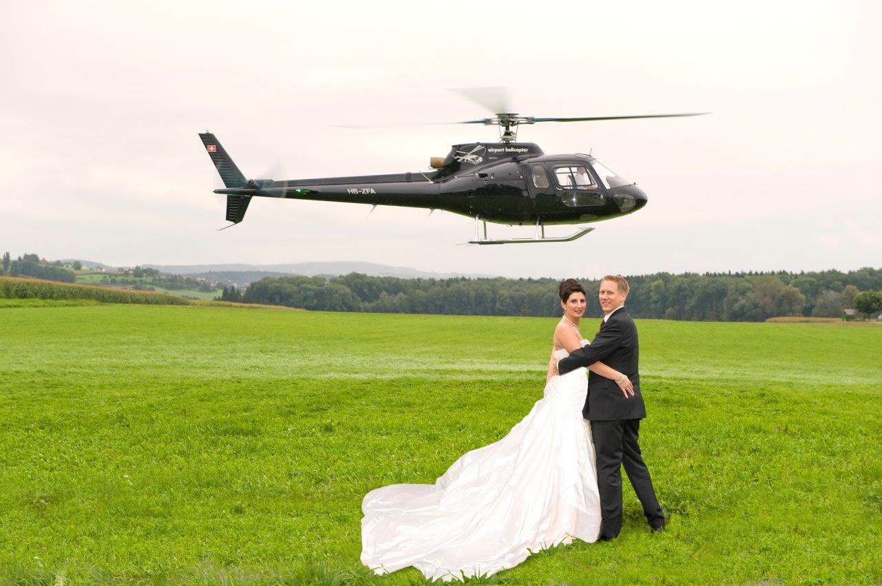 Brautpaar vor Helikopter Bern