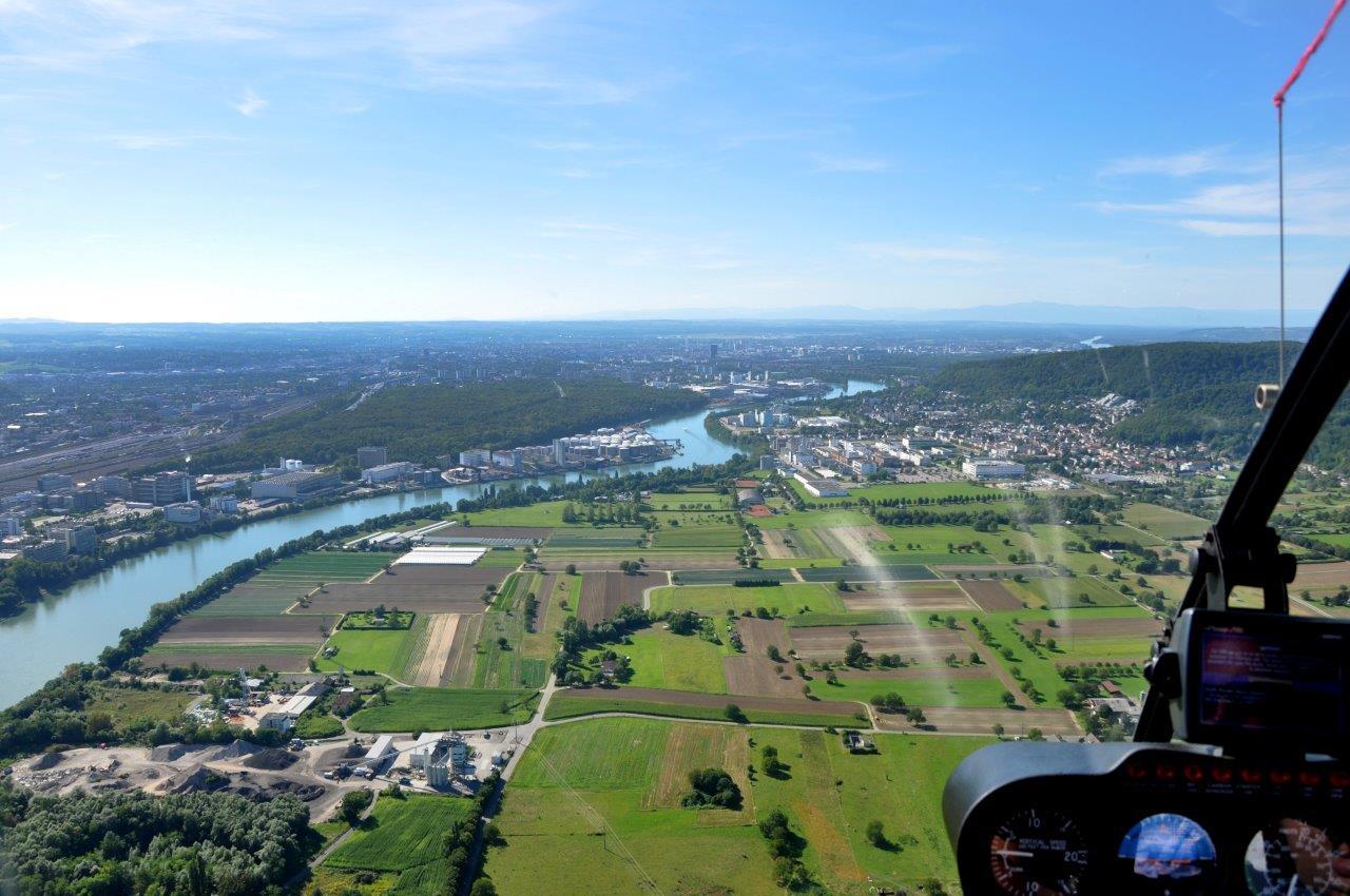 Hubschrauberflug Rhein