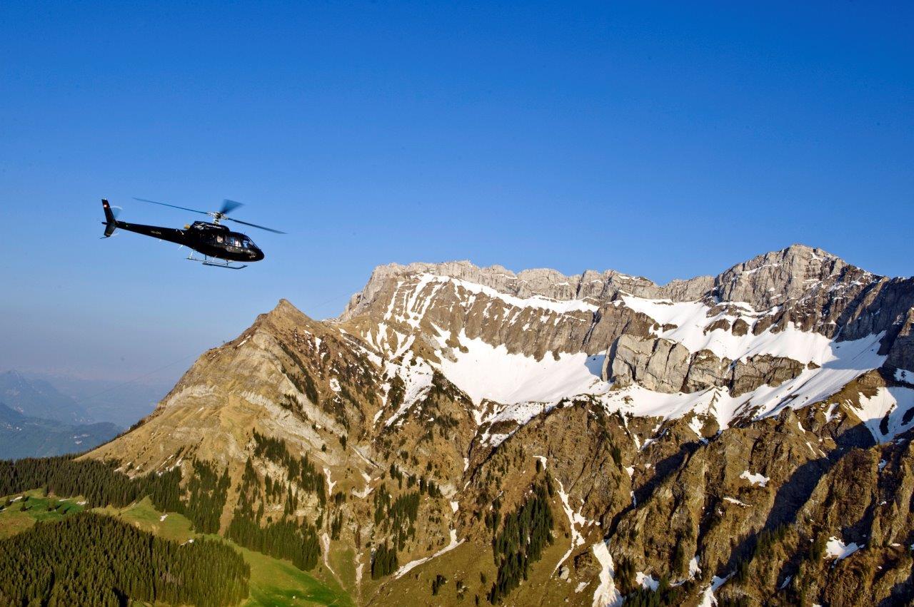 Hubschrauberflug Alpen