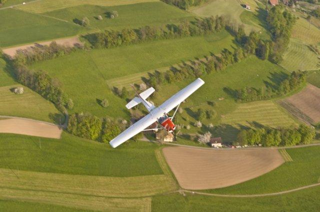 Flugzeugflug Chessna Beromünster
